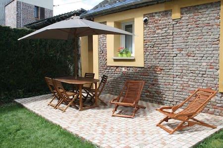 Magnifique gite avec terrasse Lisieux centre - Lisieux - House