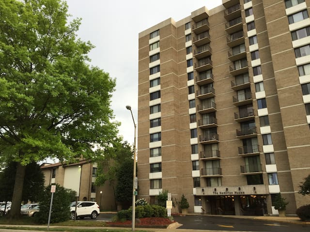 Private apt near red line metro! - Rockville - Condominio
