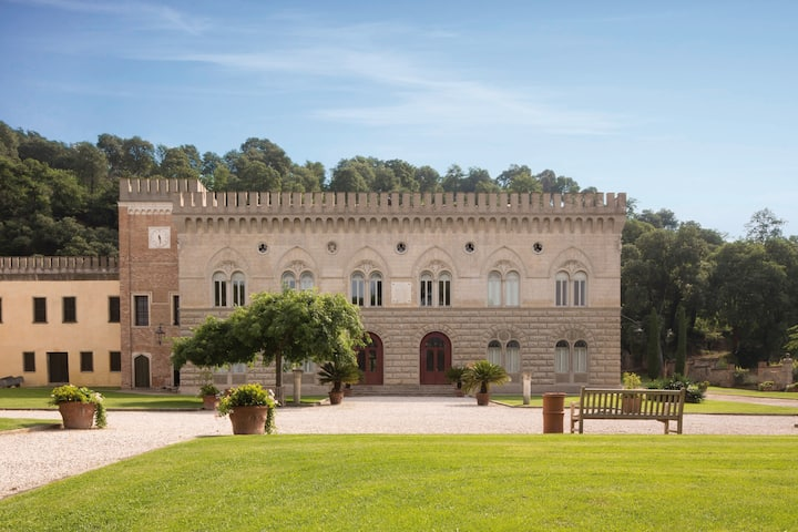 Castello- Stunning ancient Castle with heated pool