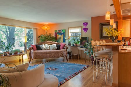 Room type: Entire home/apt Property type: House Accommodates: 10 Bedrooms: 3 Bathrooms: 2