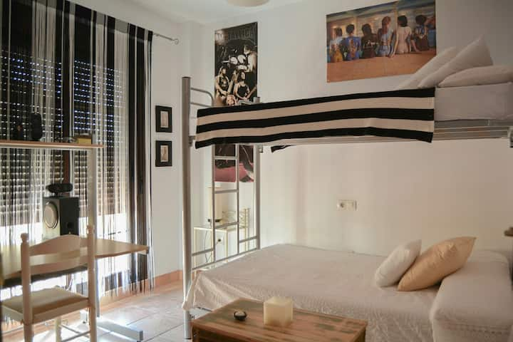 Habitación triple en Espartinas a 15km de Sevilla,