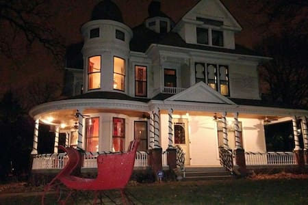 1896 Gabriel Mansion - 2 room suite - Des Moines - House