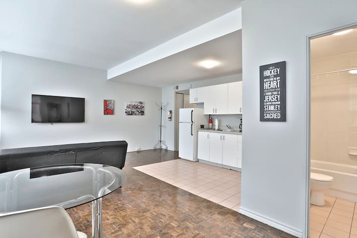 Spacious DOWNTOWN 1BR Heart of Queen Street West