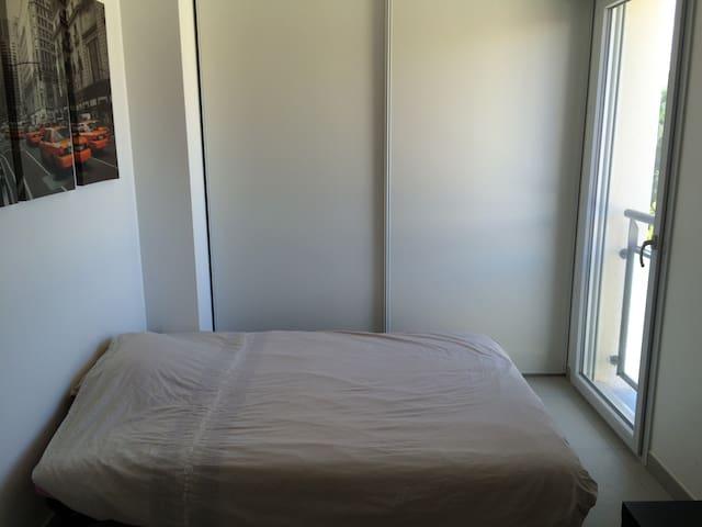 Chambre au calme dans villa proche du centre ville - Tolosa - Casa de camp