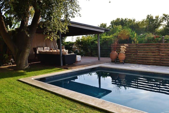 1 Habitacion en casa con piscina y vistas al mar!!