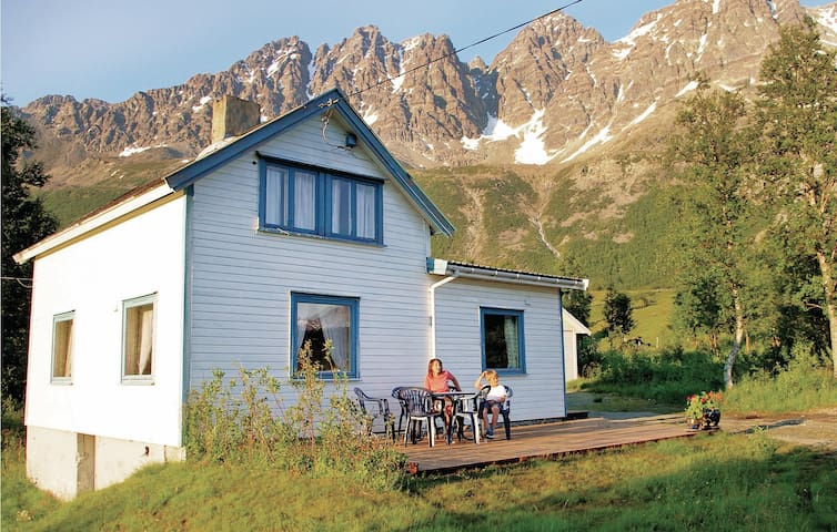 Holiday cottage with 3 bedrooms on 85 m² in Laksvatn