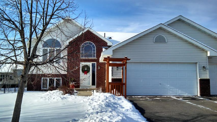 Family home in quiet, safe suburb - Farmington - Casa