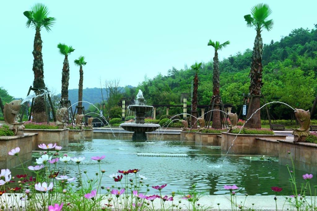 小区内喷泉广场