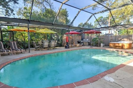 Tarpon Springs Studio w/ Shared Pool Area! - Tarpon Springs - Lägenhet