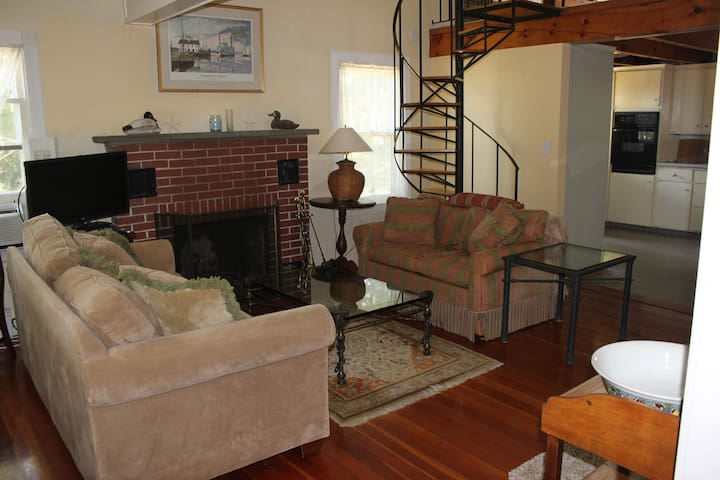 Charming open layout  2 bedroom Cape-Lord's Point - Stonington - House