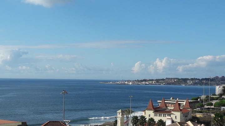 Stunning sea view beach apartment-Estoril, Lisbon