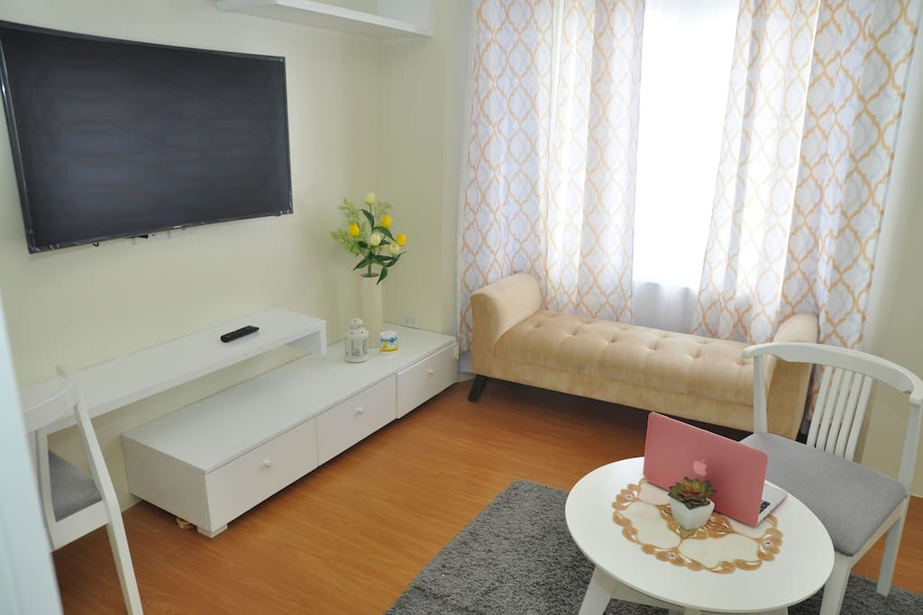 Sofie 39 s home in batangas city w netflix wifi pool for Case a una storia con 2 master suite