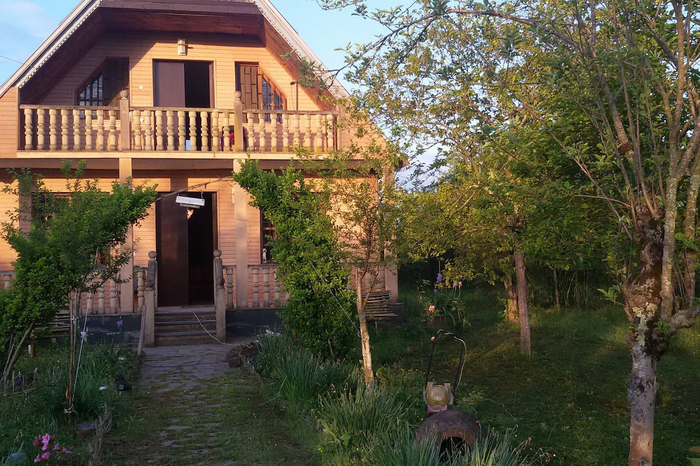 Gio's Guesthouse & Travel