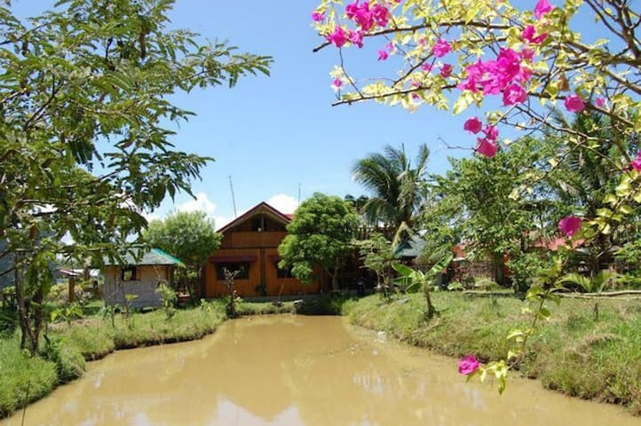 Charming Probinsya-style House - Pagbilao - Huis