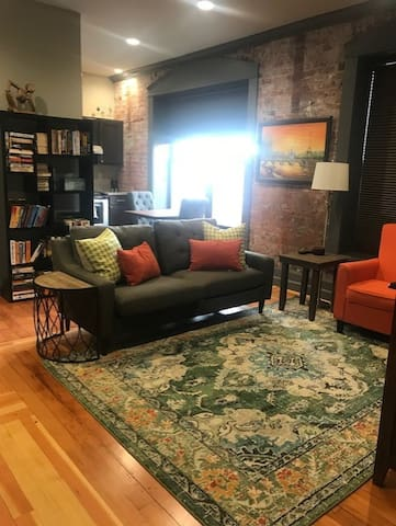 2 Bedroom Apartment in Downtown Yakima.