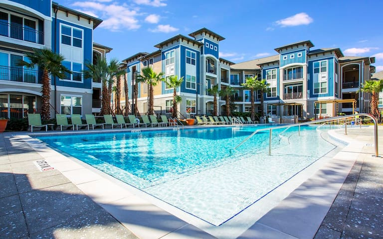Upscale 2 Bedroom Apt Home at Universal Studios