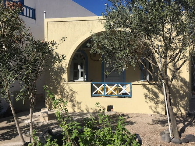 Beach home minuteswalk from the sea - Thira - Bed & Breakfast