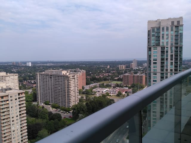 Luxurious Downtown Mississauga Penthouse - 2B + D