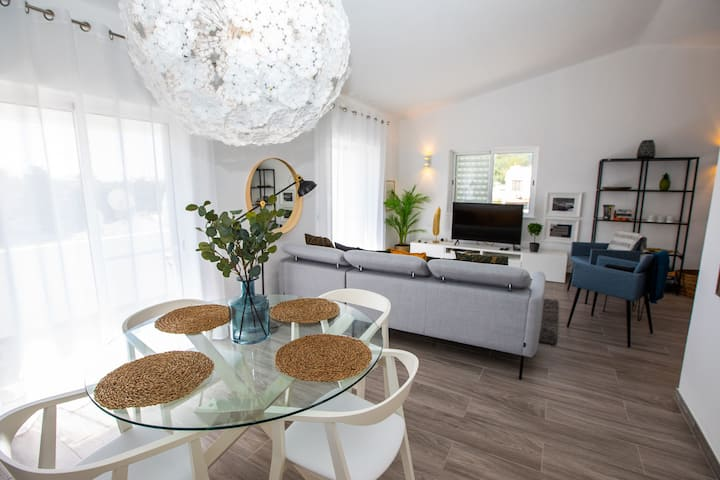 Casa Rocco - 2 Bed House With Communal Pool Walking Distance From Beach & Town Centre