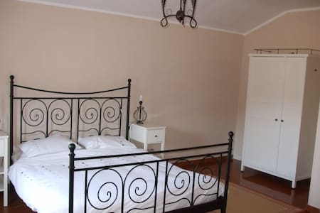 Double bedroom with en-suite, views over vineyards - Robini - Ház