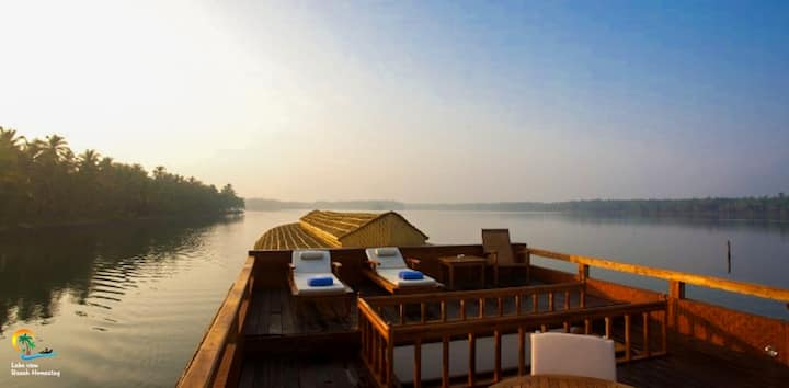 Lake View Homestay, Valiyaparamba-3