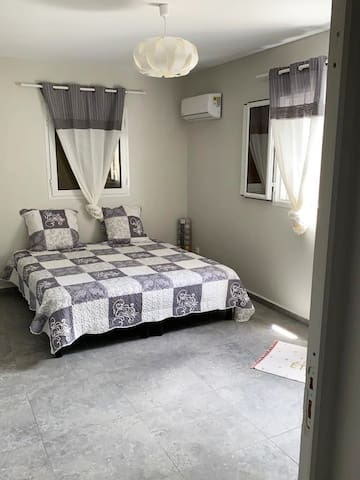 Chambre 2 avec la possibilité d'installer 3 petits lits ( à la demande)