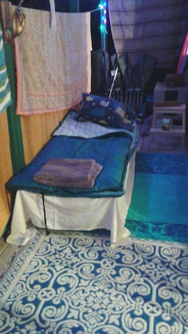 """Cot with a 3"""" air mattress on top - San Jose - Appartement"""