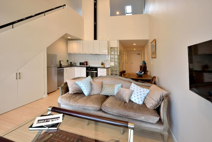 Central City Loft. Superb Location!