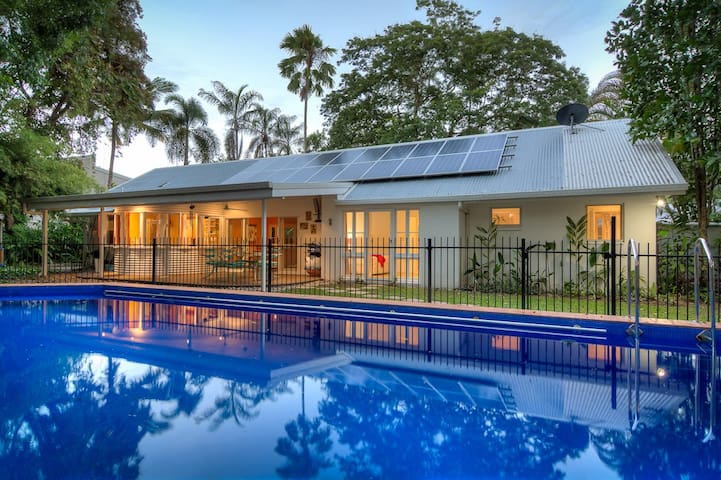 Mistral Tropical Beach House - 5 bedroom/bathroom - Port Douglas - House