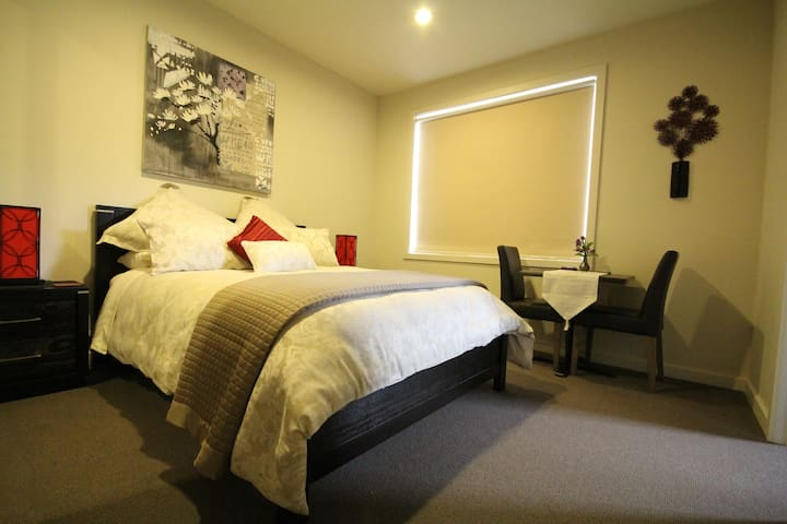 The Magnificant Luxury Room 2 - Mornington - Bed & Breakfast