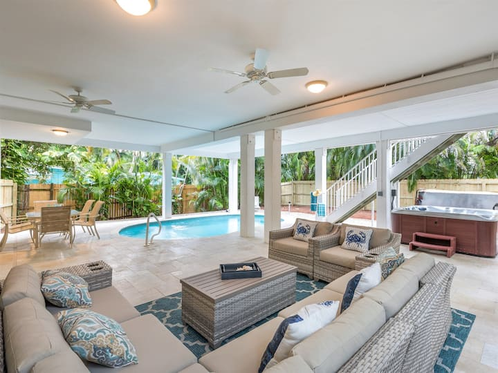 Casablanca - Captiva Island Village home with pool just two homes from the sand