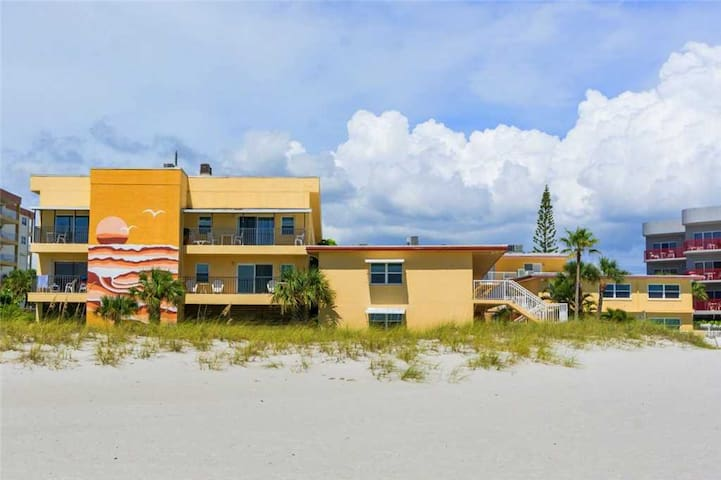 Xtra Large Unit Near Pool 2nd Floor - Across the Street From John's Pass Village - Free WiFi - Surf Song - #229 Surf Song Resort