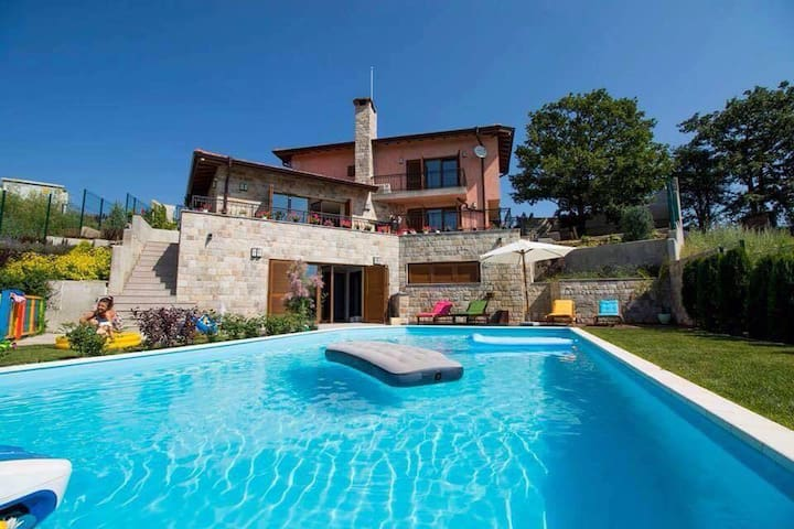 Horizont - Designer villa with private pool