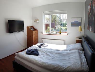 Double room,shared private house, in Kópavogur. - Kópavogur