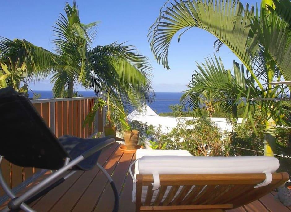 Relaxez vous à l'abris des regards depuis votre terrasse.