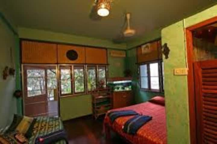 Shanti Lodge: Art House in Old Town Bangkok