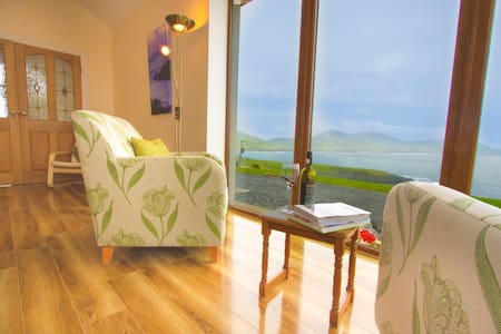 A unique and modern house with amazing views of St. Finian's Bay. An ideal location to relax.Spacious bedrooms, dining and living room. Nearby amenities: Surfers beach 3km, Portmagee village 2.5km(trips to Skelligs)  Skellig Chocolate factory 3km.