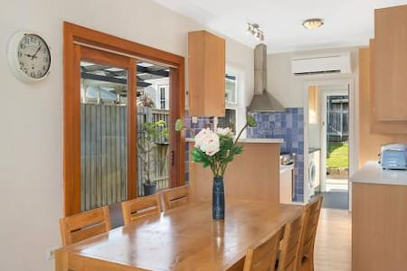 Relaxed cottage,  12 min walk to Manly Beach - 气窗 - 独立屋