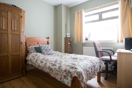 Single Bed Room for Open 2015 - Dundee - Ev