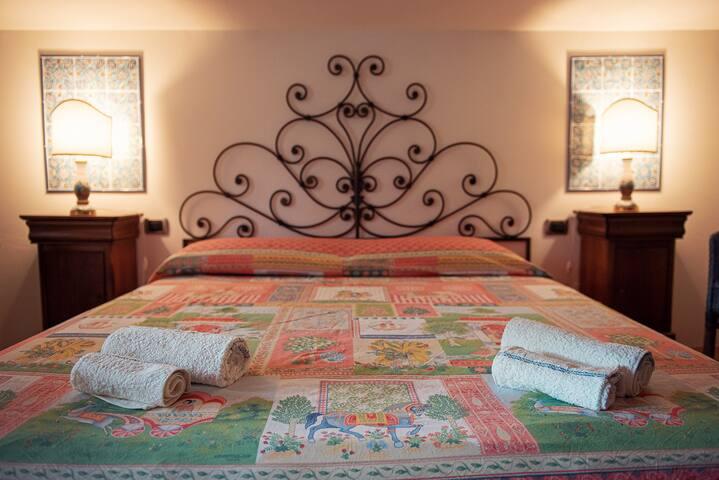 Double room Nr.1 with sea view balcony - Camera dal letto Nr.1 con balcone vista mare