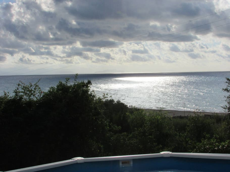 The amazing sea view from the pool