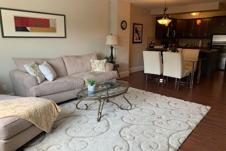 Elegant Downtown Suite to Spoil You