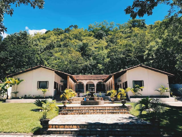 Hacienda La Esperanza B&B