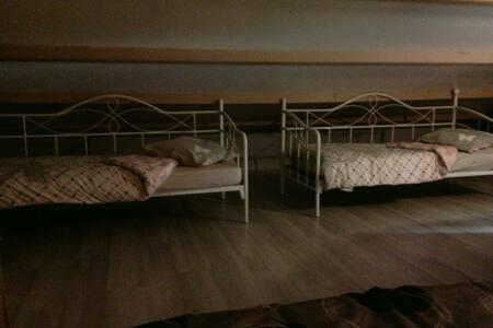 Loue chambre 5 personnes 65€/Nuit - Saint-Georges-de-Pointindoux - Huis