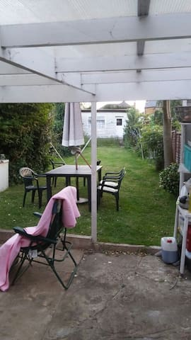 Quiet 4 bedroom, shops train nearby - new malden - Bed & Breakfast