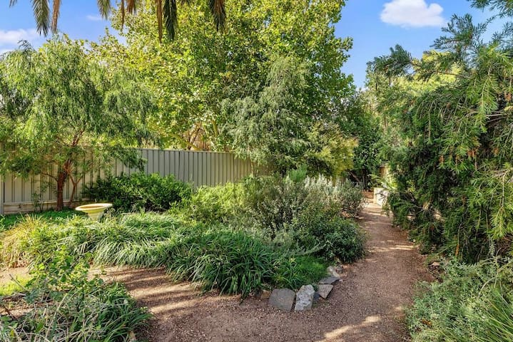 Havlin House- Work from home and walk to CBD