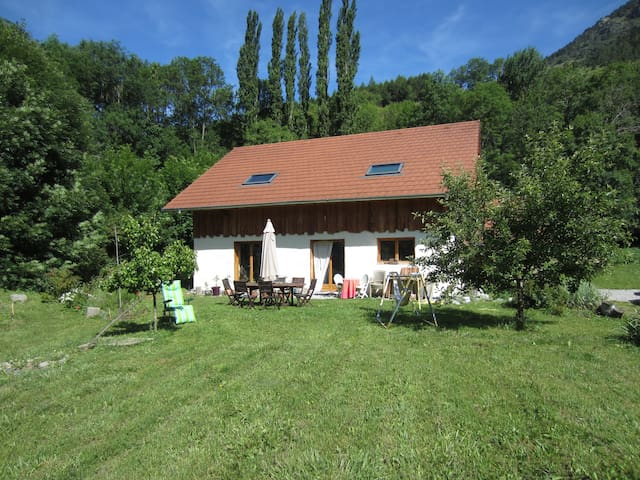 maison en paille - La Motte-en-Champsaur - Maan sisään rakennettu talo