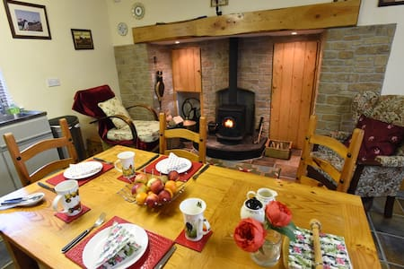 Beautiful 2 Bed Holiday Farmhouse - Ballylooby
