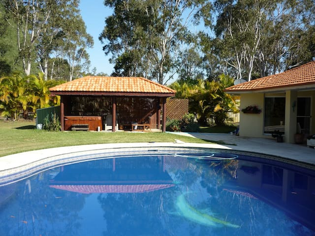 House near Noosa with pool & tennis