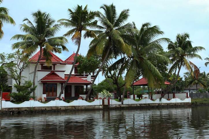 Signature Crest Lake View Villa - Ernakulam - Villa